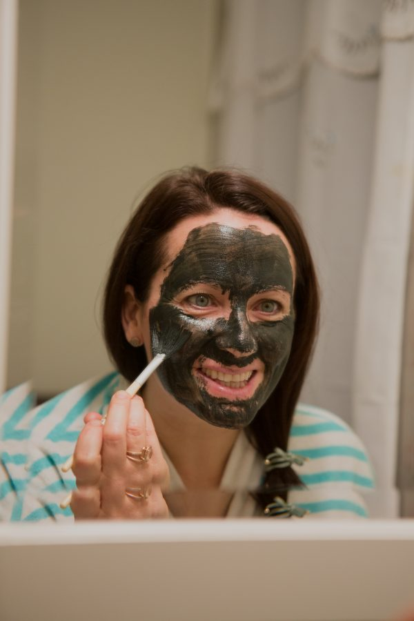 Image of Aimee Raupp Putting Green Goddess Mask on Face
